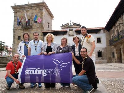 La bandera del centenario Scout en el Ayuntamiento de Camargo